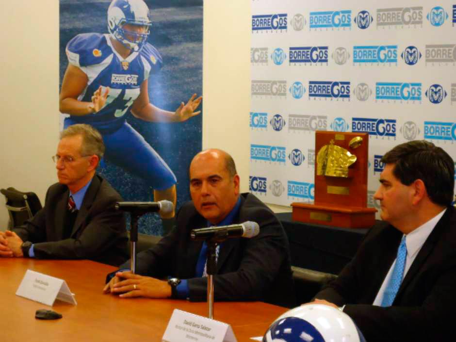 Momento en el que el Frank González anuncia su retiro como head coach de Borregos Salvajes del Tecnológico de Monterrey.