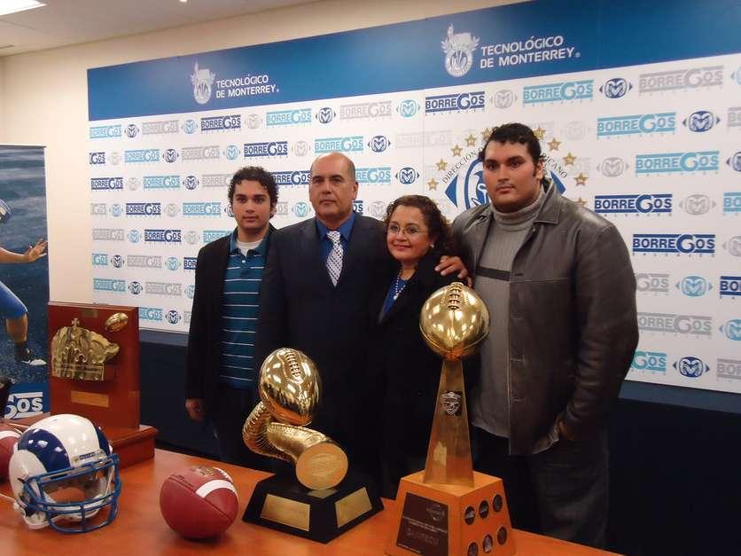 Coach Frank González. Coach Empresarial, Conferencista y Motivador. Ex Entrenador en Jefe de los Borregos Salvajes del ITESM.